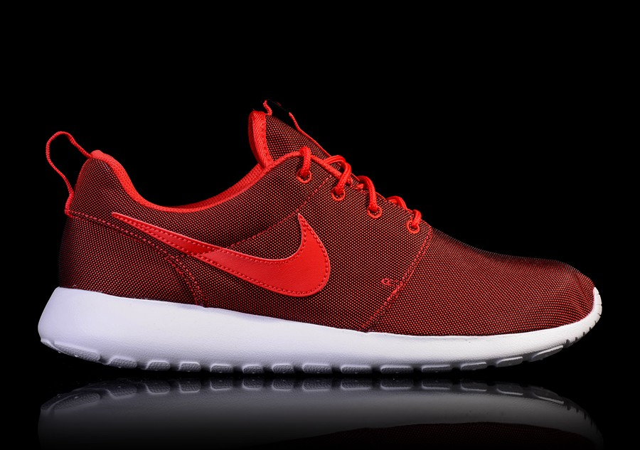 8b1f879daebec8 NIKE ROSHE ONE PREMIUM UNIVERSITY RED price €82.50