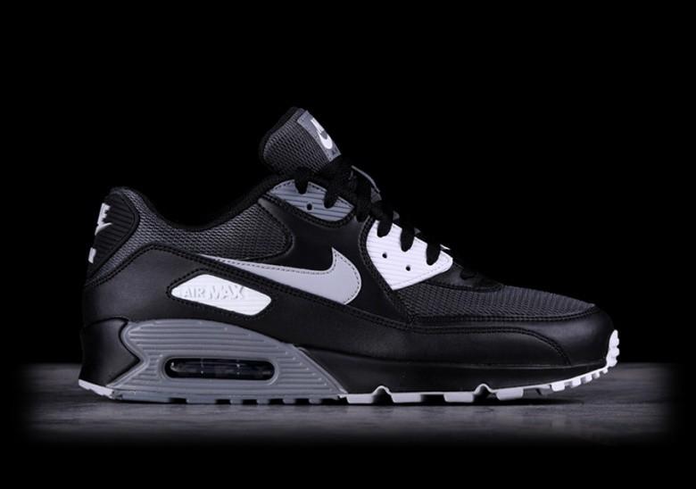 Nike Uomo Sneaker Air Max `90 Essential in nero AJ1285003