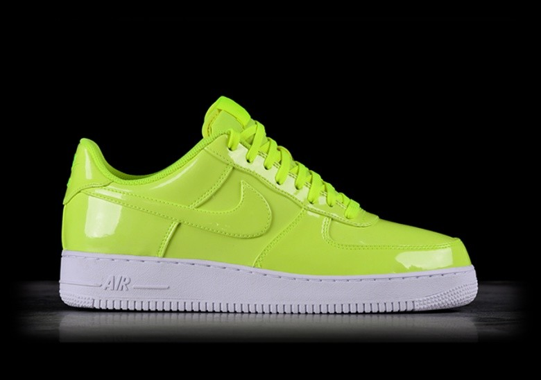 best website 318ae c84b4 NIKE AIR FORCE 1 '07 LV8 UV VOLT pour €97,50 | Basketzone.net